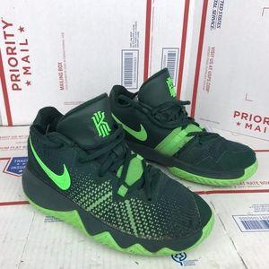 Nike Youth Kyrie Flytrap Sneaker AA1154-333 Size 4